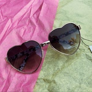 Accessories - brand new heart shaped sun glasses💗
